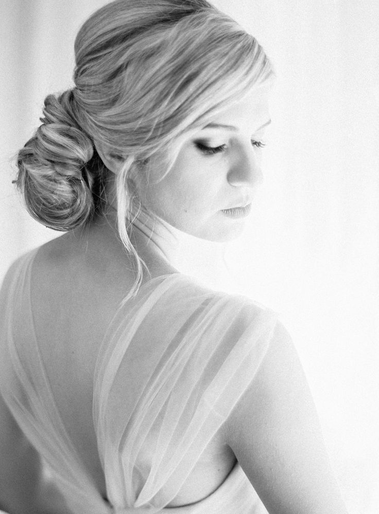 Wedding hair styled in a chignon. Photography: Coco Tran - cocotran.com                                                                                                                                                                                 Mehr