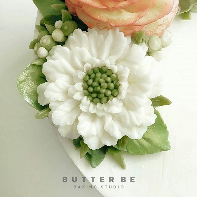버터크림 플라워 스카비오사 #buttercreamflower #butterbe #koreancake #koreanbuttercreamcake…