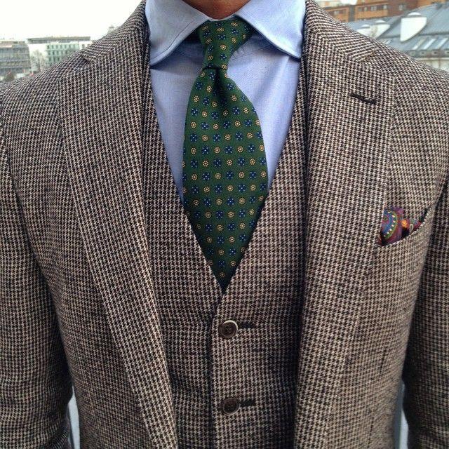 Houndstooth 3 piece suit via Shibumi Berlin (Shibumi tie)                                                                                                                                                                                 Mehr