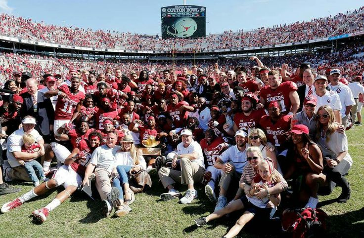 Team pic with the Golden Hat after Texass win 2016 Score OU 45 TU40
