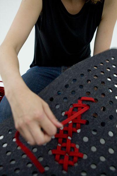 """crédits photos : gan-rugs Charlotte Lancelot est designer.  Elle a crée en 2006 le tapis """"embroidery"""" en feutre troué, brodé de motifs au point de c"""