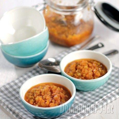 Кабачки вымойте и нарежьте кубиками. Морковь натрите на крупной терке, нарежьте лук.