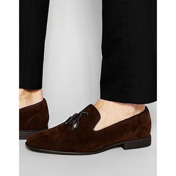 ASOS Tassel Loafers in Brown Faux Suede ($26) ❤ liked on Polyvore featuring men's fashion, men's shoes, men's loafers, brown, mens tassel shoes, mens loafer shoes, asos mens shoes, mens slip on shoes and mens brown loafer shoes