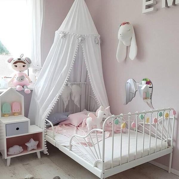 Ciel De Lit Pour Bebe Avec Petits Pompons Creez Une Un Petit Cocon