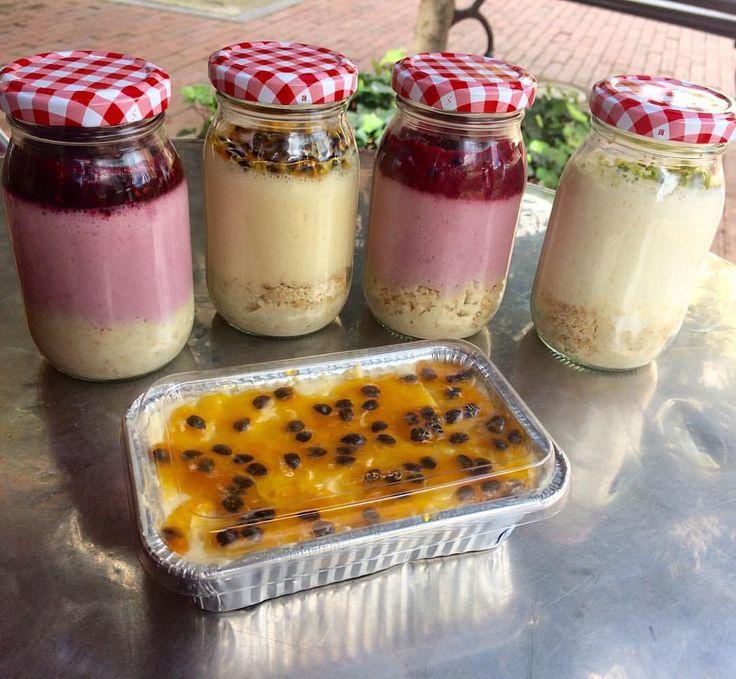 ¡Viernes de Cheesecake! Friday's Cheesecake! Limón Maracuya frutos rojos -agraz #cook #desserts #postres #yummy #yum #food #foodphoto #Bogota #Colombia #comidaricaysaludable #comida #gastronomia #gastronomy #gastroart #frutas #frutosrojos #cocina #artesanal #CocinaArteSana #color #love #maracuya #passionfruit #recetas #photography #uniandes