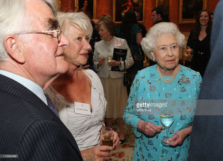 Actress Helen Mirren met Queen Elizabeth II.