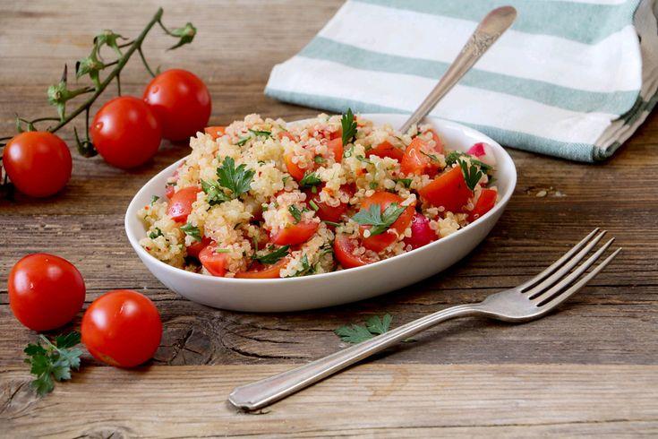 סלט קינואה עם עגבניות שרי וצנוניות (צילום: נטע-חן)