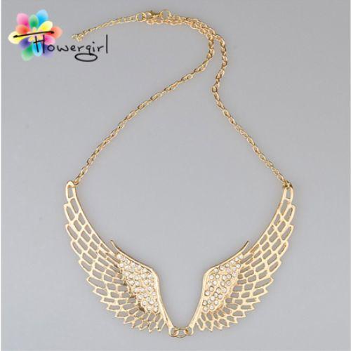 Gold Melek Kanatları Taşlı Kolye 2016 yılının en moda kolyelerinden olan Gold Melek Kanatları Taşlı Kolye size meleklerin uğurunu ve…