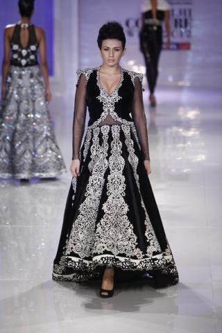 Runway Review: Manav Gangwani at Couture Week | Vogue INDIA