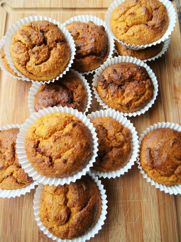 Dit is een van onze favoriete gezonde tussendoortjes: zoete aardappel muffins. Zó lekker en dan zit er ook nog groente in verborgen. De ideale snack!