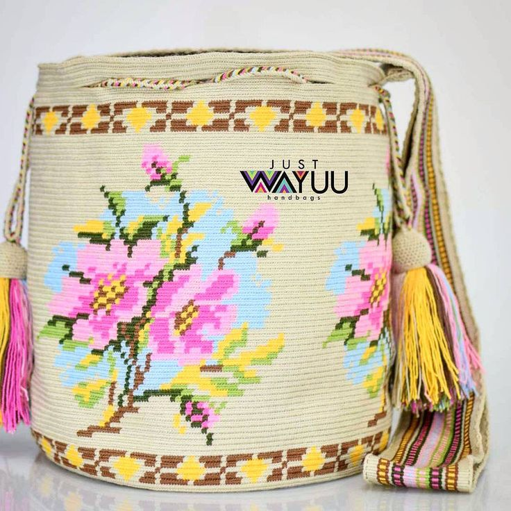 170 отметок «Нравится», 3 комментариев — Just Wayuu (@just.wayuu) в Instagram: «Handcrafted handbags made by indigenous wayuu in the north of Colombia. Worldwide shipping – envíos…»