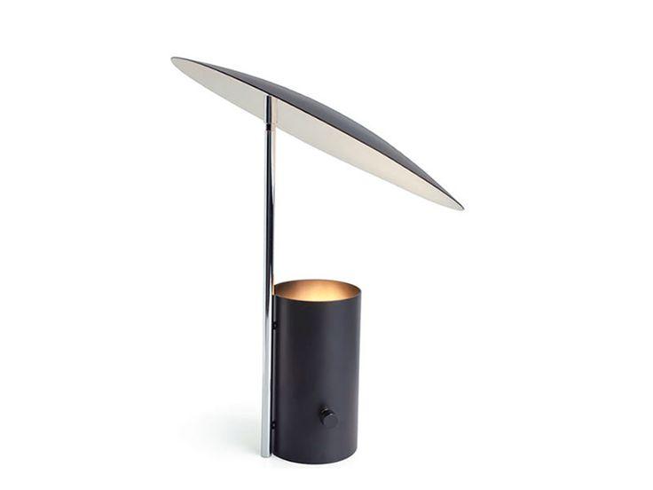 """Half Nelson"" lámpara de mesa diseñada por George Nelson. 1955 Código Web: 10-1500  www.dessvan.com Tel: 7 02 45 93 Calle 79B # 7-90, Bogotá  #dessvan #dessvanantiguedades #vintagebogota #bogota #colombia #mueblesbogota #mobiliariobogota #calledelosanticuarios #lamparas #lamparasbogota #antiguedadesbogota #designbogota #midcenturybogota #interiorismo #AsesoriaDecoracion"