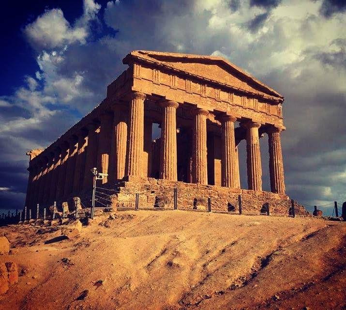 I Templi di Agrigento...qualcosa di perfetto e surreale...senz'altro da visitare! :)