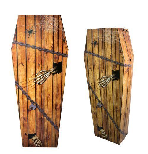 Cercueil en carton faux bois 150 cm Halloween : Ce faux cercueil décoratif est en carton. De fabrication Française, il est imprimé de fausses planches de bois, de chaînes, de squelette...Il mesure une fois monté...
