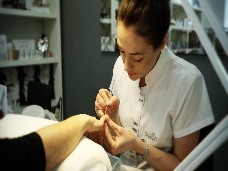 Kosmetikteam Wisser: macht Sie schön :) Klassische Gesichts- und Körperbehandlungen, Microdermabrasion, Laserbehandlungen, Nagelmodellage für Hände und Füße, medizinische Fußpflege und individuelle Make-Up-Beratung.  www.kosmetik-wisser.de #kosmetik #radolfzell #bodensee