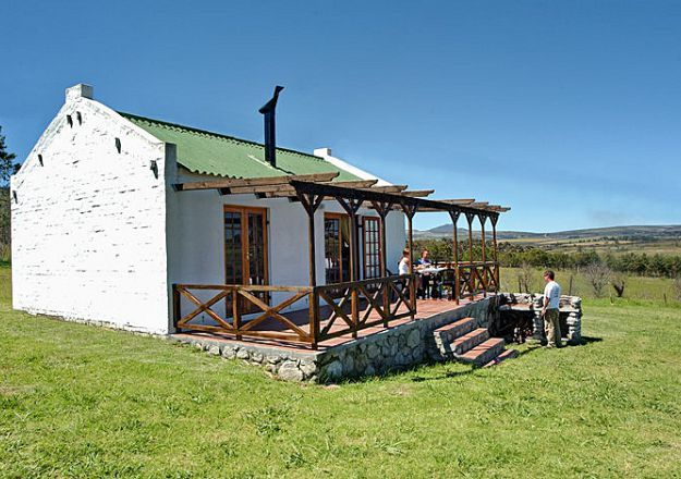 A beautiful cottage on the Weltevrede Farm overlooking the vineyards. Stanford Hills Cottages