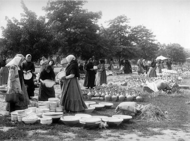 Fazekastermékek árusítása a piacon 1910-es évek Felnémet
