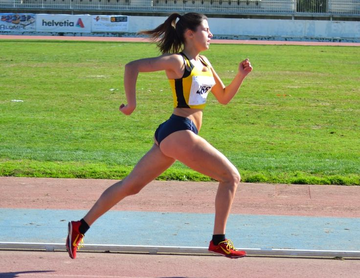Two Preteen Girls Running On Track Stock Foto 34966153 ...