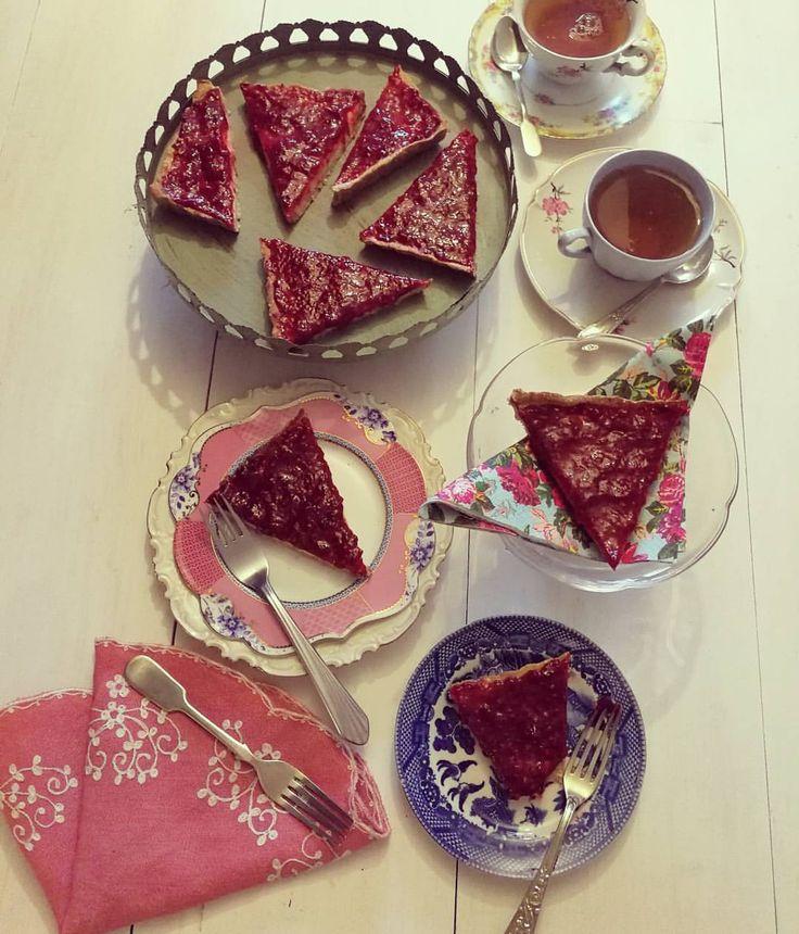 """Cheescake frutos rojos   (@connieachurra) en Instagram: """"Cheescake impactante para ponerle calor a la tarde! Para un molde de 21 cms, 8-10 porciones Base:…"""""""
