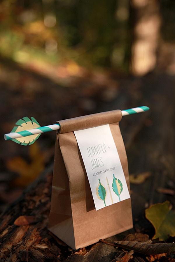 favor bag idea.  use pencil instead - Verpackung für Kekse und Geschenke mit einem Schreiber der aussieht wie ein Pfeil