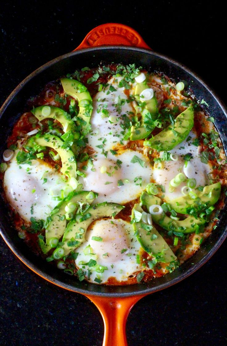 Blue apron shakshuka - Southwest Style Shakshuka Eggs Cooked In Spiced Tomato Sauce Avocado Epazote