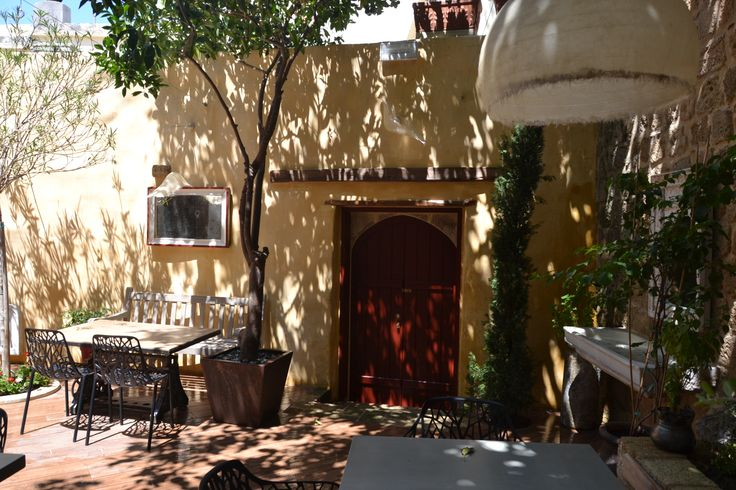 EXCLUSIVE SUITES BOUTIQUE HOTEL. MEDIEVAL TOWN, RHODES, GREECE. - Cool yard.- kokkiniporta.com