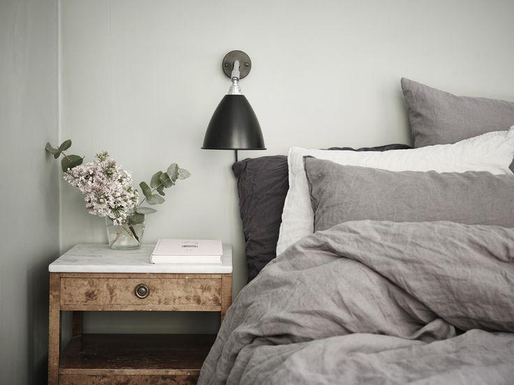"""Sovrummet är målat med """"Tant Johannas gröna"""", kod: S 3005-G20Y"""