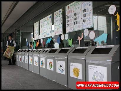 7. Separar o lixo. No Japão, se encontrarem um saco de lixo misturado, é certo de que o deixarão pra trás com um adesivo bem grande dizendo para fazer a separação correta. A sociedade japonesa é bem organizada e rigorosa em relação à coleta e separação de lixo. Tudo é devidamente separado como papelão, isopor, plásticos, garrafas PET,  garrafas de vidro, latas de alumínio, etc. Desta forma, é possível fazer uma reciclagem eficiente, reaproveitando o máximo possível, evitando o desperdício.