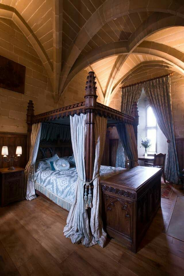 Warwick Castle bedroom.