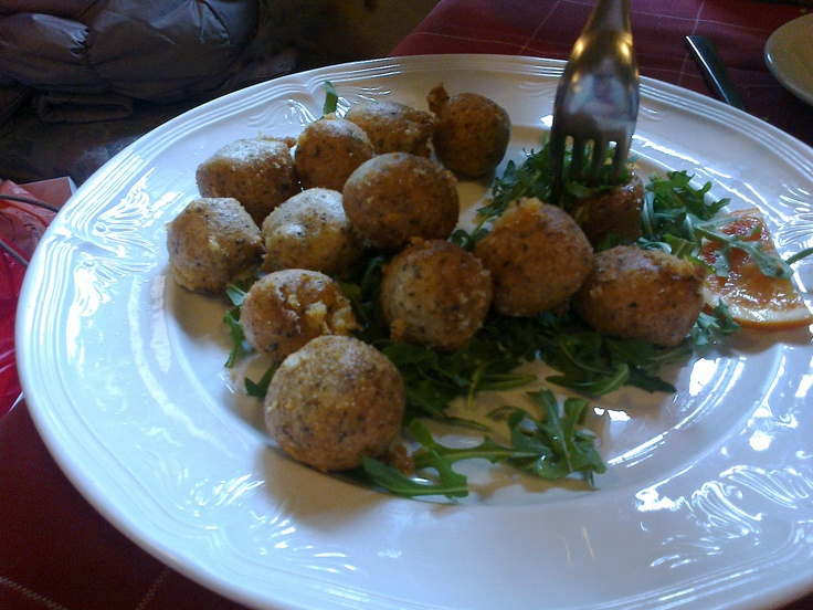 Sciatt: fried cheese balls. Valtellina gourmet.