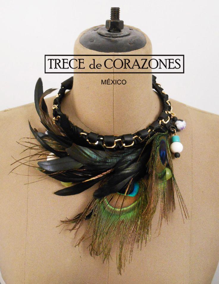 TRECE de CORAZONES Collar corto con plumas - HECHO EN MEXICO - HECHO A MANO www.trecedecorazones.com