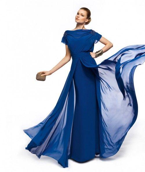 Vestido de fiesta largo en color azul rey con mangas cortas y falda superpuesta modelo Zuleika - Foto Pronovias