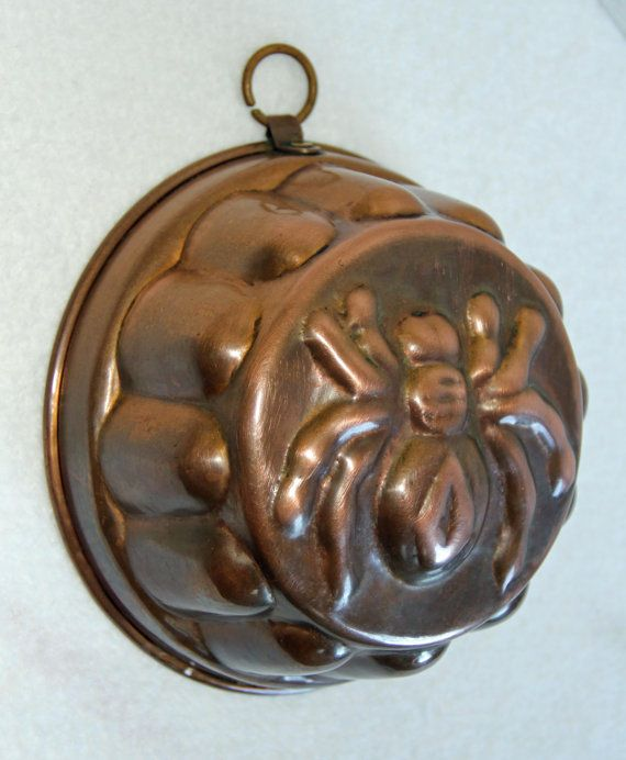 antique copper spider baking mold, from bellus vanitas. gorgeous! my kitchen is where the spice happens, after all ^.~