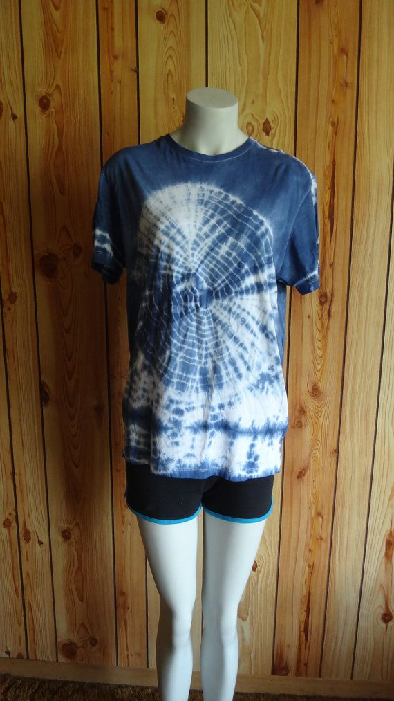 Tie dye T-shirt size medium by WiseWitchWear on Etsy