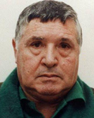 † Salvatore Riina (87) 17-11-2017 De Siciliaanse maffiabaas Salvatore 'Toto' Riina (87) is in een gevangenis in Parma overleden aan kanker, melden Italiaanse media. Het voormalige kopstuk van de Cosa Nostra, zoals de Siciliaanse maffia ook wel heet, was het brein achter de aanslagen op de onderzoeksrechters Giovanni Falcone en Paolo Borselino. https://youtu.be/0B98obkgRDA