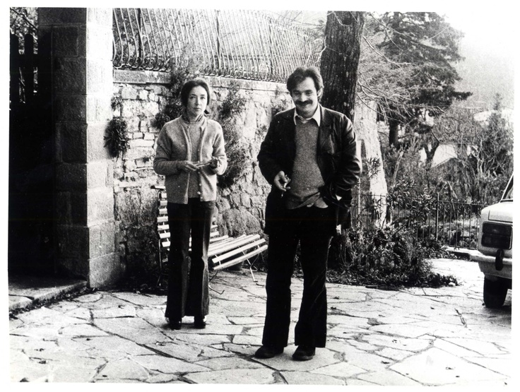 """Oriana Fallaci with her great love, Alekos Panagoulis, on whom she wrote a novel, """"Un Uomo"""", after his tragic death"""
