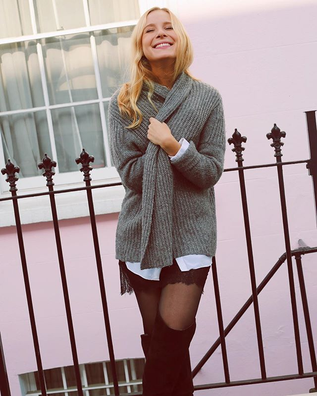Autumn in Notting Hill  Cosy knit sweaters and knee high boots!