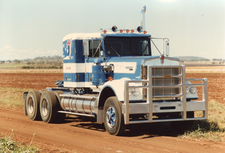 The boss! W900 with 350 Cummins. Unbeatable...