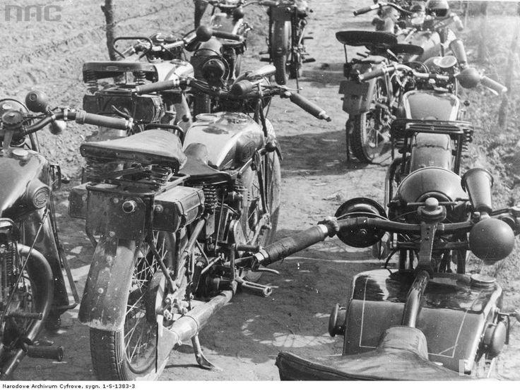 Rajd motocyklowy dookoła Polski - na zdjęciu widoczne motocykle przed startem rajdu.