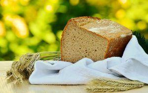 Ik ben niet zo'n broodeter, maar als ik brood eet, dan wil ik het liefst een zo donker mogelijk, met zaden en pitten bedekt brood. Gezond! Maar is dat wel zo? Als je je gaat verdiepen in de verschillende broodsoorten blijkt dat het grootste gedeelte van gewone bloem gemaakt is. Al dan niet met een … Continue reading Een bloemlezing over brood