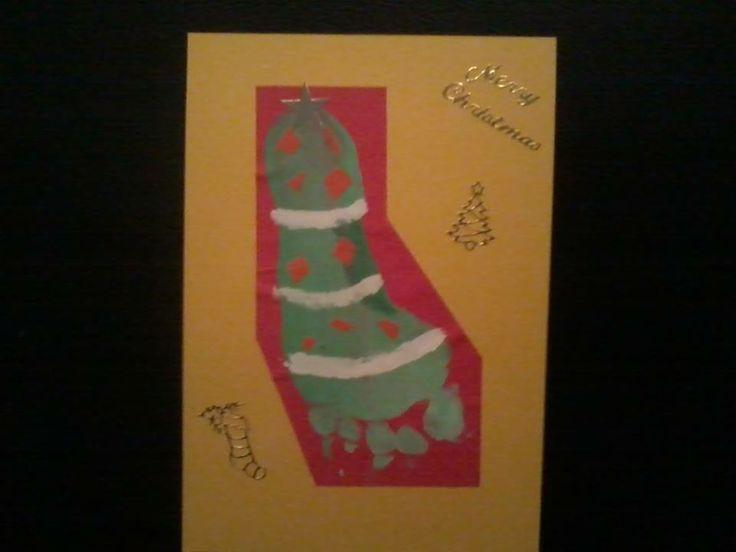 kerstkaart: Van een voedafdruk een kerstboom gemaakt.