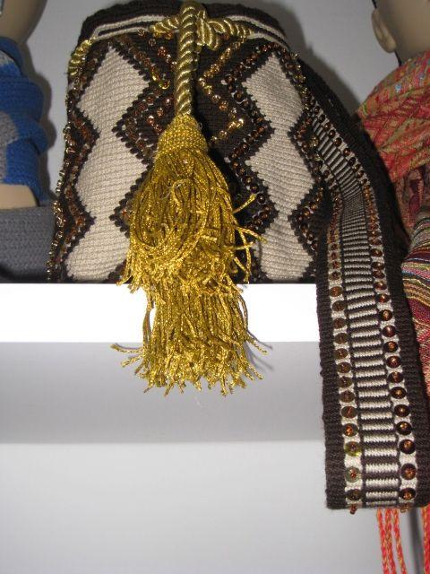 Mochila Wayu bordada a mano.