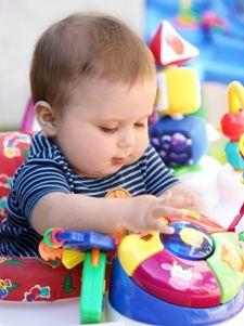 Milioane de jucarii sunt pe piata si sute de modele noi apar in magazine in fiecare an. Se presupune ca jucariile ar trebui sa fie distractive si sa contribuie la dezvoltarea oricarui copil. Dar in fiecare an o multime de copii sunt tratati in sectiile de urgenta ale spitalelor din cauza ranilor cauzate de jucarii.