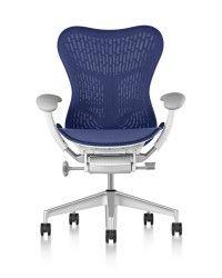 We brengen steeds meer tijd zittend door. Een goede zithouding is dan ook essentieel om gezondheidsklachten te vermijden. Een ergonomisch verantwoorde zithouding begint bij het kiezen van een goede bureaustoel. Aan welke eisen voldoet een ARBO-proof stoel? Je leest het in deze blog.