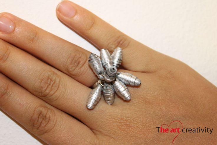 Anello formato da perle di carta dipinte. #paper #anello #handmade