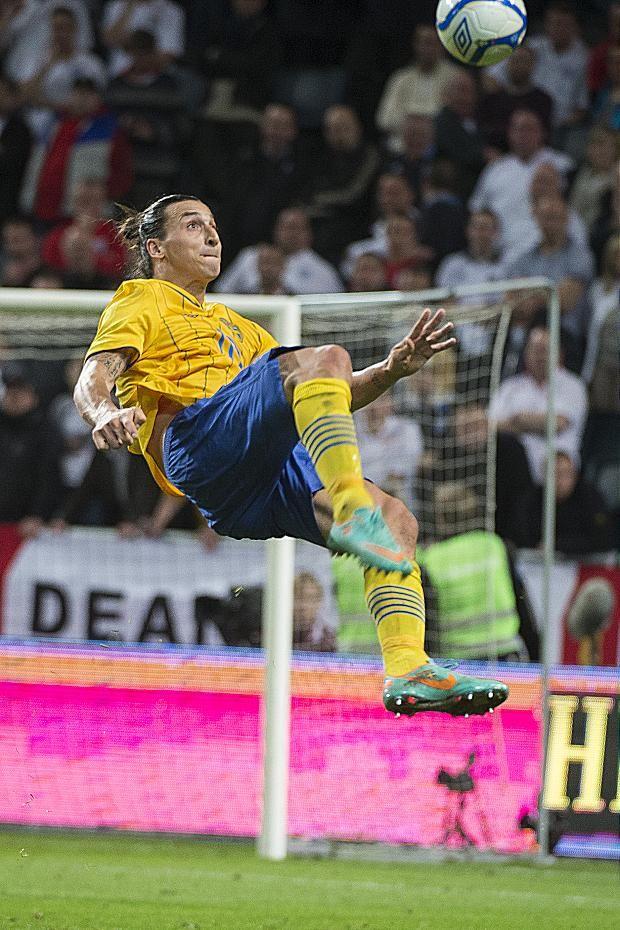Zlatan is een man die je niet vaak ziet hij is een spits die weet waar hij moet staan voor een doelpunt en geeft de eer niet aan zich zelf.