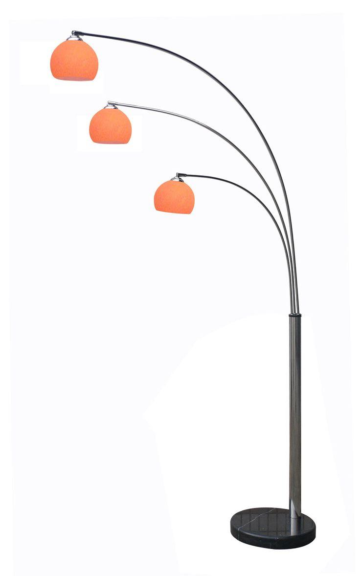 Schitterende jaren 60 3 arms booglamp met 3 glazen kappen, die een mooi sfeer licht in de kamer brengen. Op zwart marmeren voet staat de chrome basis waar aan 3 zwenkarmen bevestigd zijn. Deze kunnen onderling van links naar recht draaien. Ook de oranje glazen kappen kunnen van links naar recht en van boven naar onder worden gedraaid. Wordt incl heldere kogellampjes geleverd.