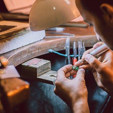 Începem o frumoasă zi de luni, o nouă săptămână, o noua viață, universul bijuteriilor Sabion se reinventează zi de zi. #bijuteria #sabion #romania #newstart #jewlery #jeweler #monday #cluj #bucuresti #create #art #design #jewels #instalike #instajewelry #picoftheday #handmade  Bijuterii cu suflet manufacturate în România.