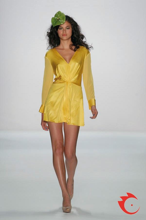 Anja Gockel - Ob als Top oder Minikleid, das sommerliche Modell ist ein absolutes Must-Have in diesem Sommer.