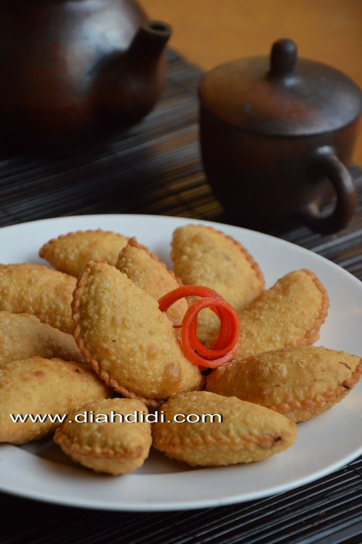 Diah Didi's Kitchen: Pastel Mini Isi Ayam